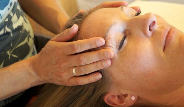behandling med afspændingsmassage og craniosakral behandling
